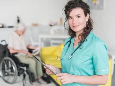 Cuándo se debe indemnizar a una cuidadora