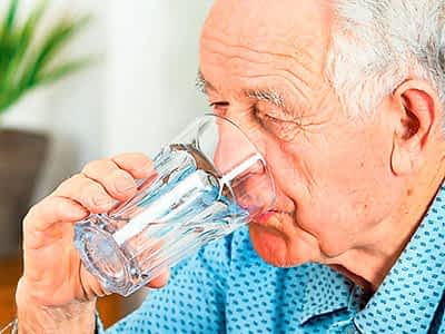 Evitar la deshidratación en ancianos
